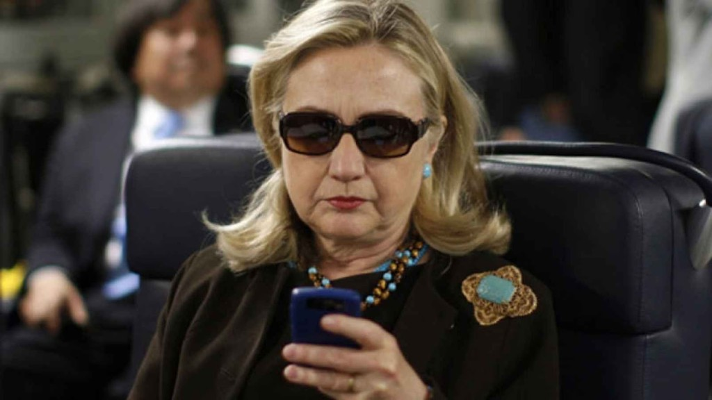 Hillary_smartphone